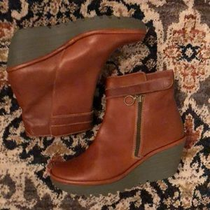 Fly London Yava Wedge Boot/cognac
